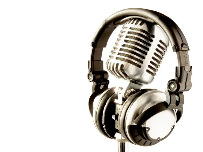 radio-microphone-wallpaper-headphones_on_a_mic-1920x1440